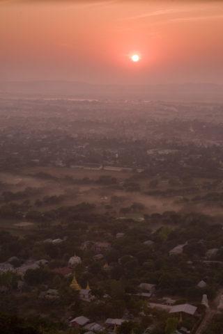 マンダレーヒル 夕日 太陽 靄