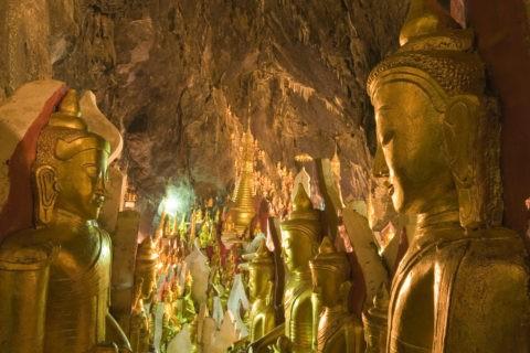 洞窟寺院 仏像 黄金色 金箔 洞窟