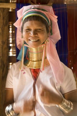 パダウン族 首長族 首輪 女性 外国人