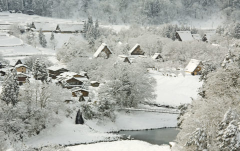白川郷 雪 冬 集落 伝統的建造物 茅葺き民家 世界遺産