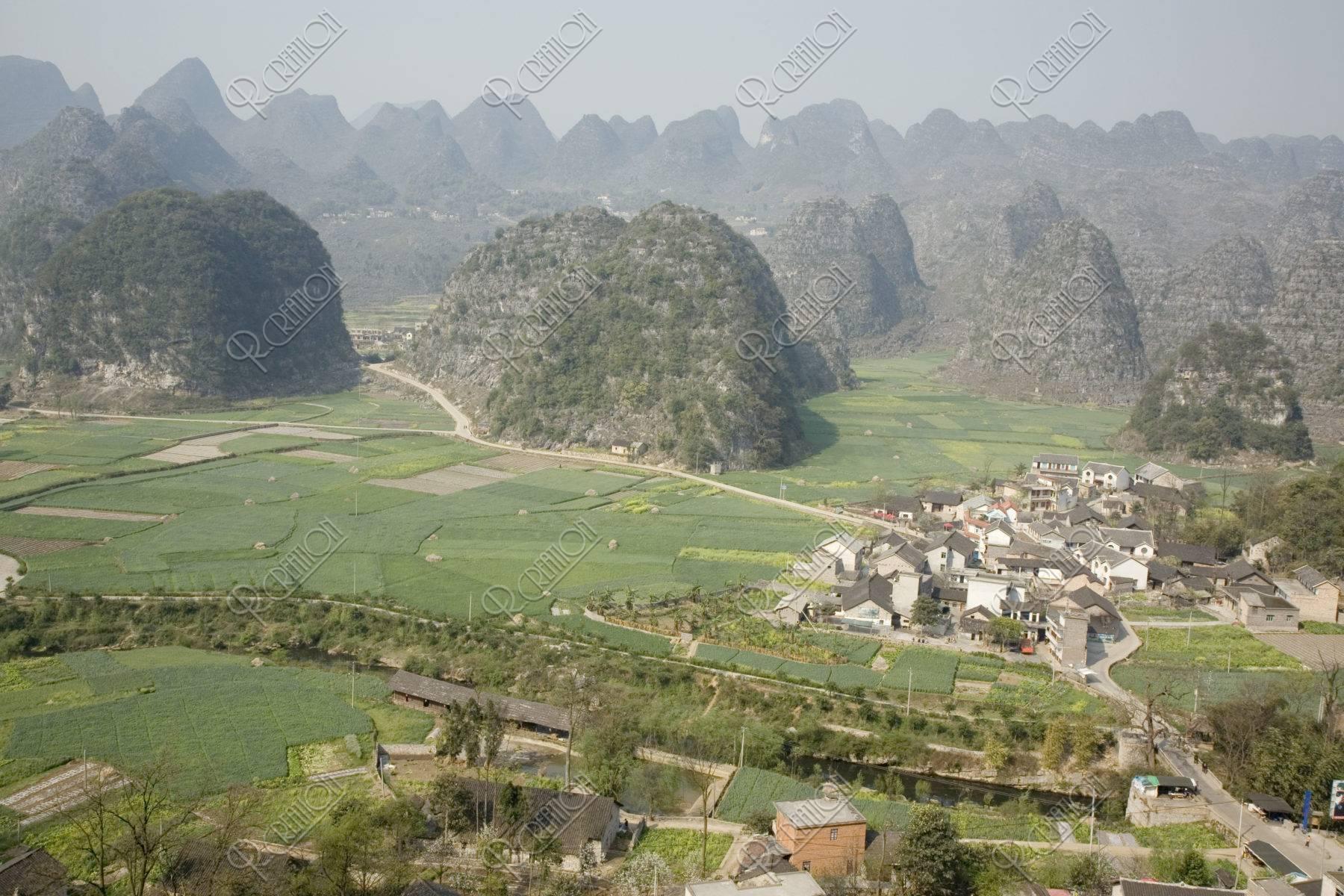 万峰林 山村