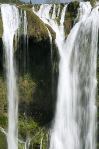 黄果樹瀑布 滝の裏を通る