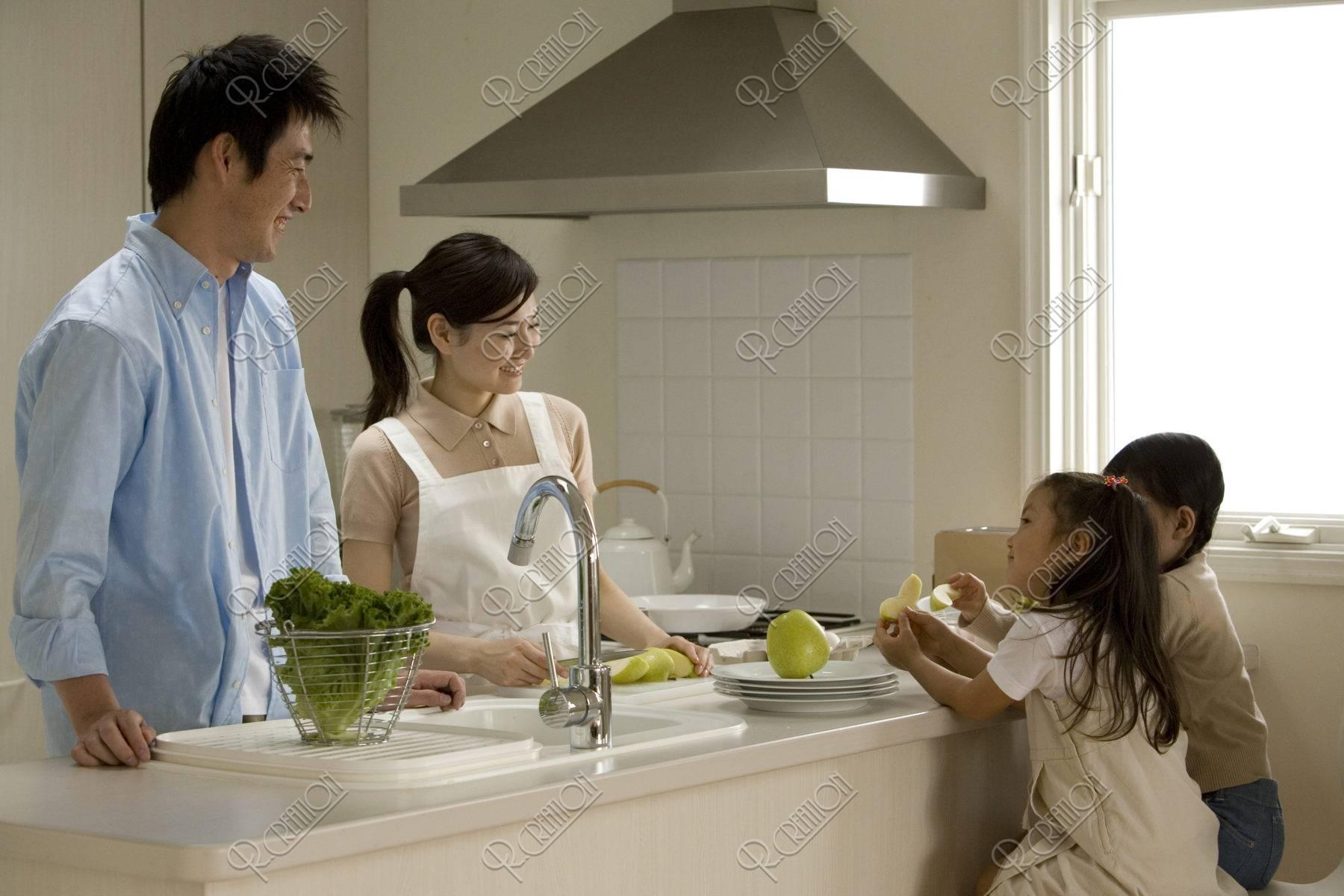 キッチンのファミリー