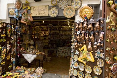 モンレアーレ大聖堂付近の土産物屋