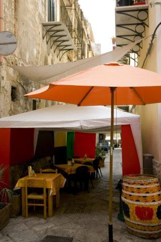 路地のレストラン