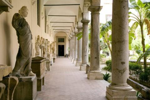 州立考古学博物館中庭