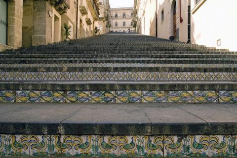 マジョルカ焼きタイルの階段 W