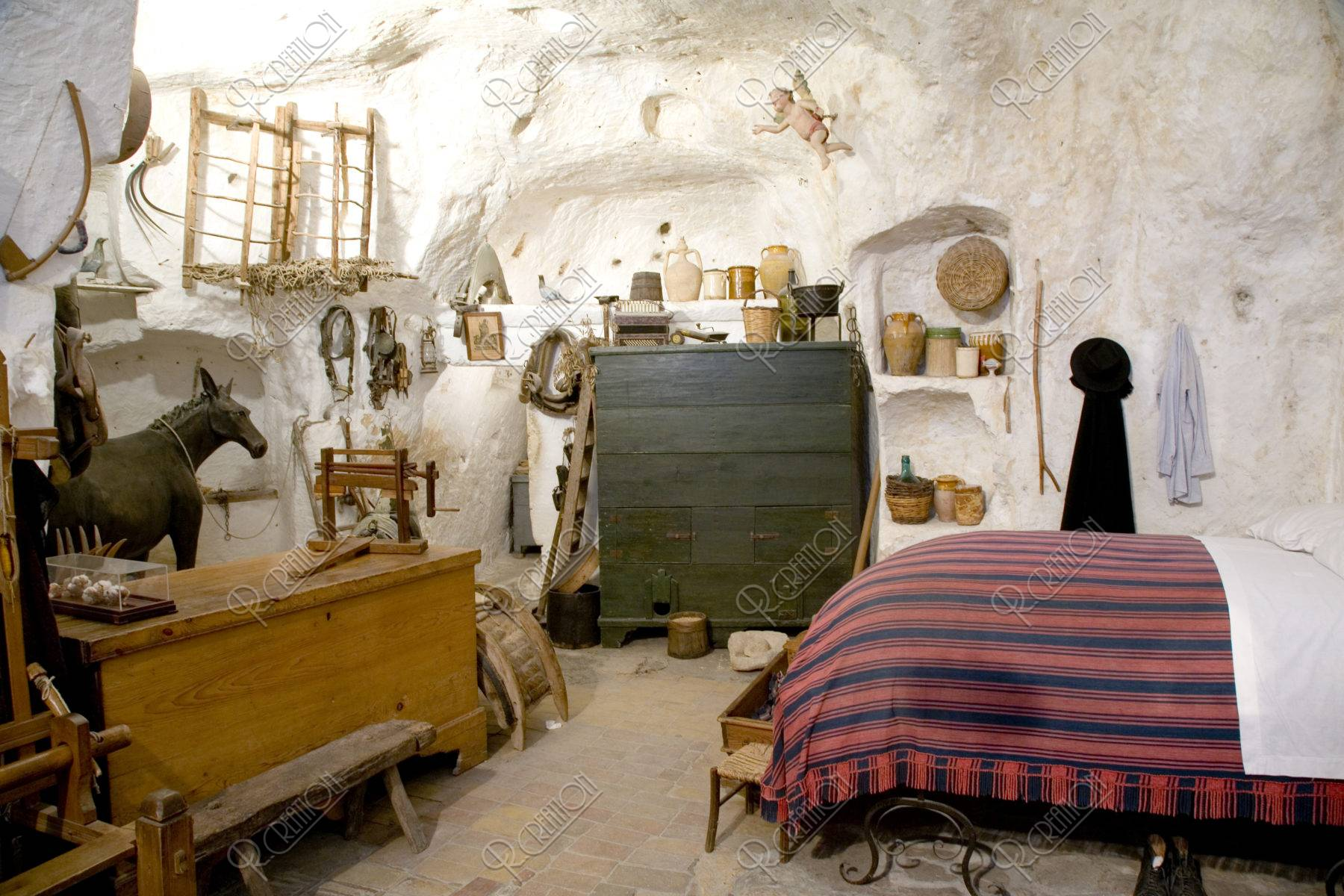 洞窟住居内部 W