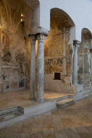 ドゥオーモの地下教会内部のフレスコ画 W
