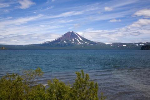 クリル湖とイリンスキー火山
