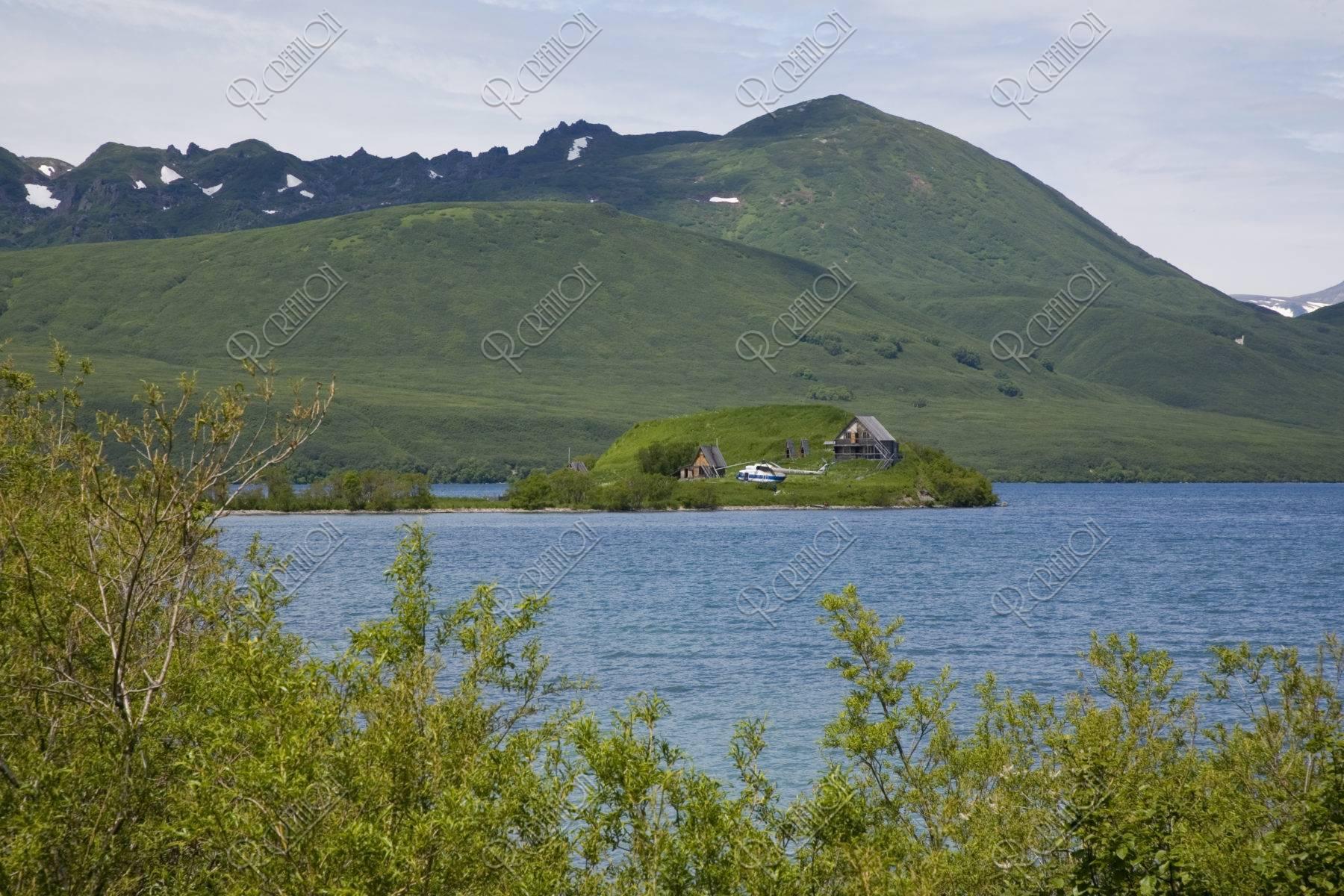 クリル湖とヘリポート