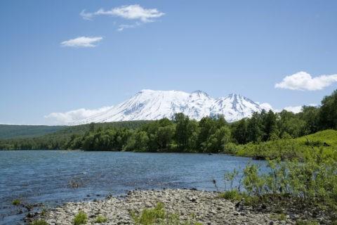 ジュノバノフスキー火山とジェンズール川