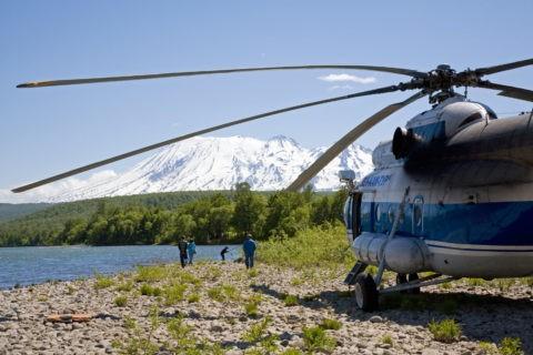 ヘリコプターと釣り人 ジェンズール