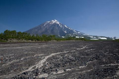 コリャークスキー火山と枯川 アバチャ高原
