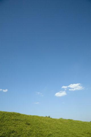 土手と青空