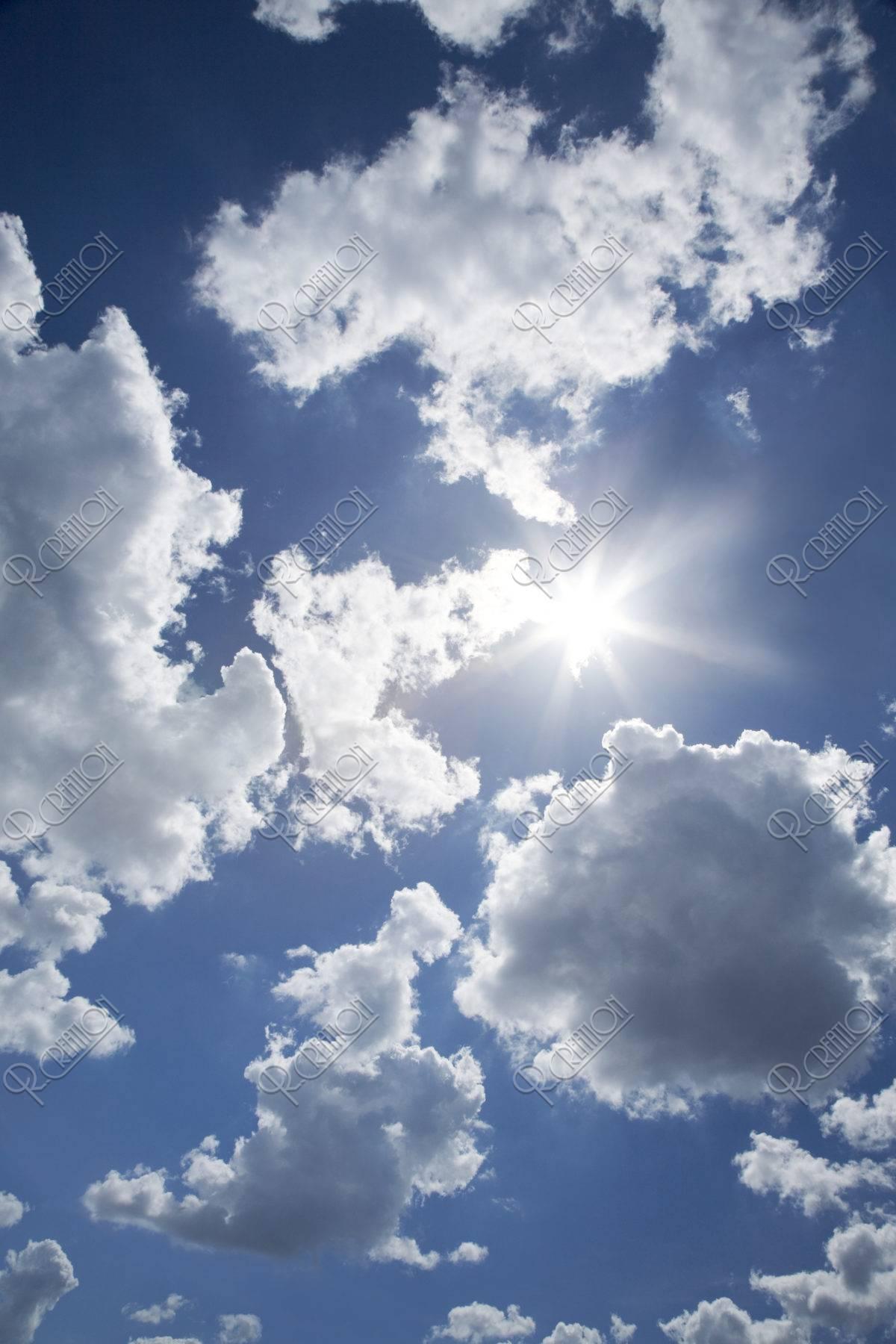 太陽と夏雲