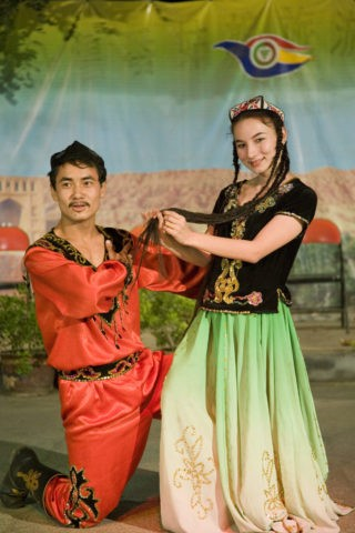 ウイグル族の民族舞踊