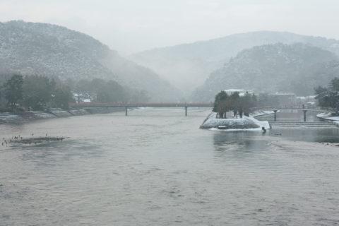 宇治川の雪景色