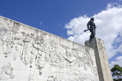チェ・ゲバラの像と墓