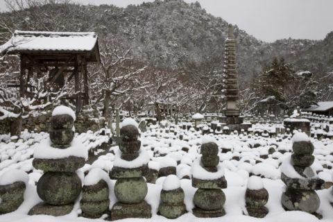念仏寺 石仏 雪景色