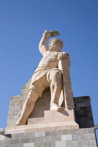ピピラ記念像