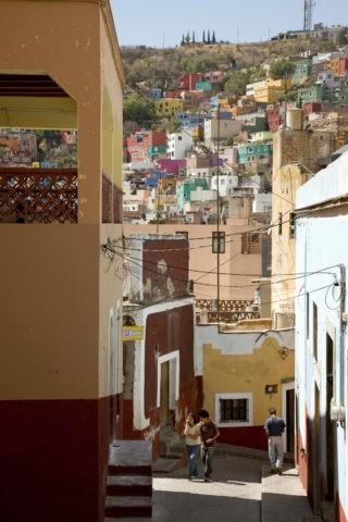 坂とグアナファトの町並み 世界遺産