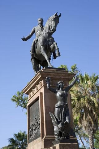 モレーロスの像