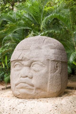 ラベンダ遺跡公園 巨石人頭像