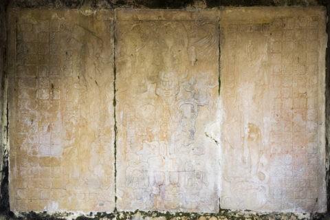 パレンケ遺跡 葉の十字架の神殿内のレリーフ 世界遺産