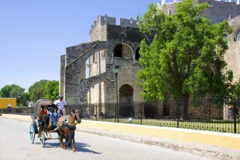 イサマル修道院と馬車