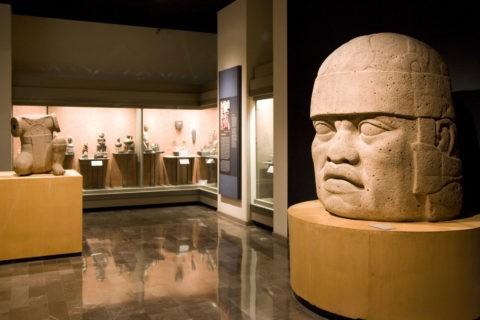 国立人類学博物館 巨大人頭像 世界遺産