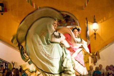 フォコラレの民族舞踊ショー