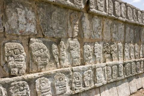 チチェンイッツァ遺跡 頭蓋骨の台座 世界遺産