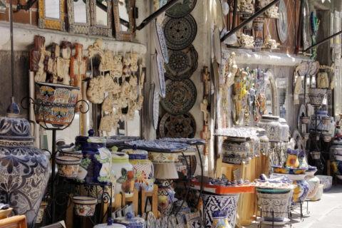 エルパリアン市場付近の陶器店