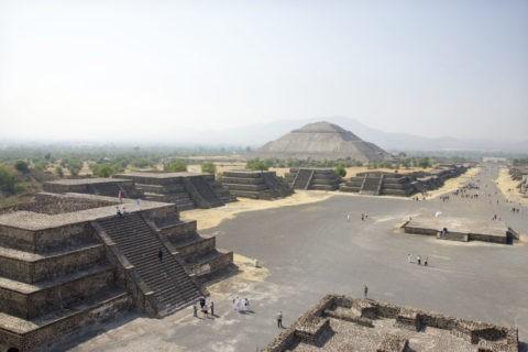 太陽のピラミッド 月のピラミッドから 世界遺産