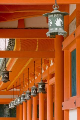 平安神宮回廊と釣り灯篭