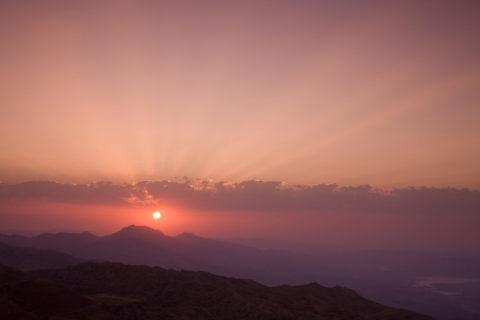 日の出 ネムルト山から 世界遺産