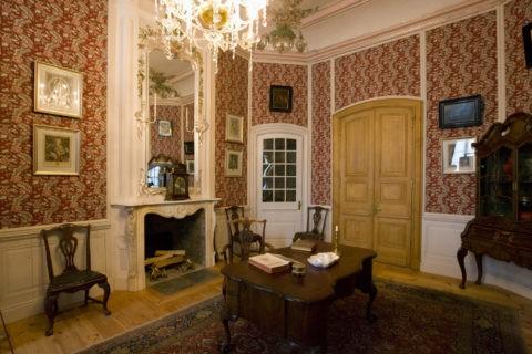 ルンダーレ宮殿 家具のある部屋