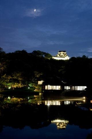 玄宮園と彦根城の夜景