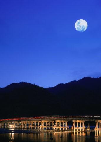 満月と渡月橋ライトアップ