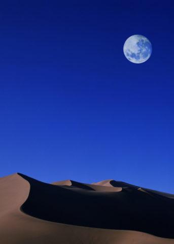砂漠と満月