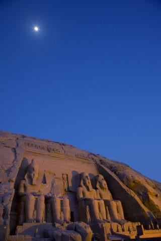 月とアブシンベル大神殿 世界遺産