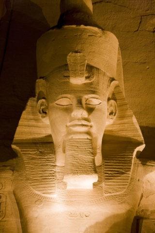 アブシンベル大神殿のラムセス2世像 世界遺産