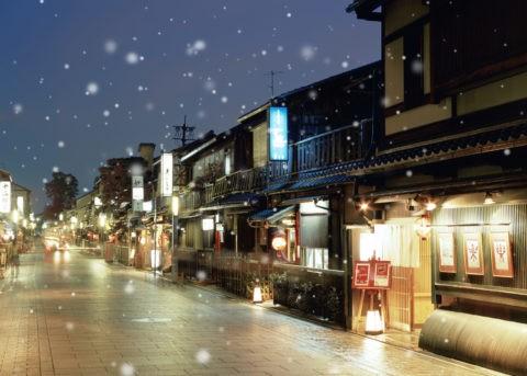 雪の祇園 夜景