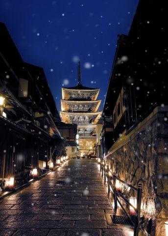 雪の八坂 夜景