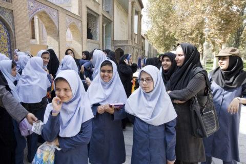 イランの女子高生たち