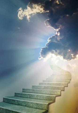 天空に続く階段と光