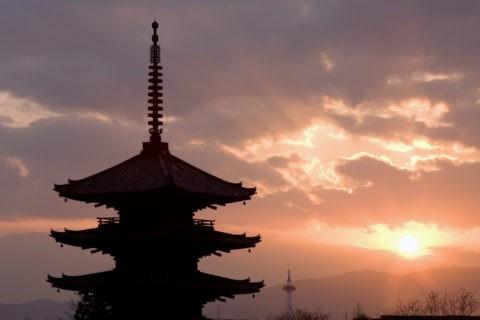 夕日と八坂の塔