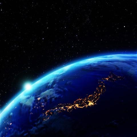 夜の地球 輝く日本と太陽
