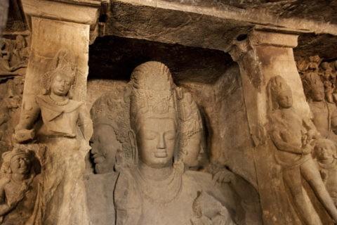 エレファンタ島の石窟寺院 シバ神三面上半身像 世界遺産